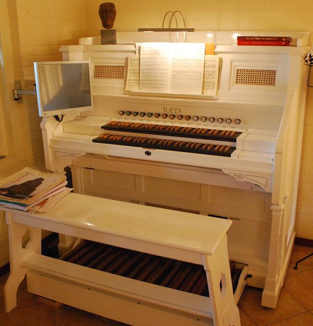 PC organ Hauptwerk virtual software organ on computer via midi